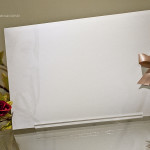 Face do envelope com a aplicação discreta e elegante de uma fotografia da formanda.