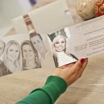 Convite de formatura com cartão duplo em homenagem à família da formanda.
