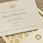 Linda composição de elementos nesse convite de 15 anos nobre e elegante.