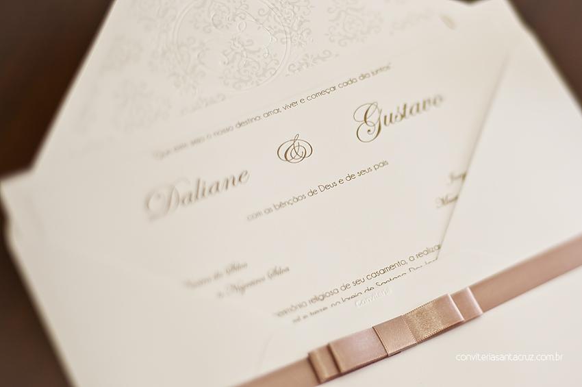 Detalhes de um convite chique e elegante.