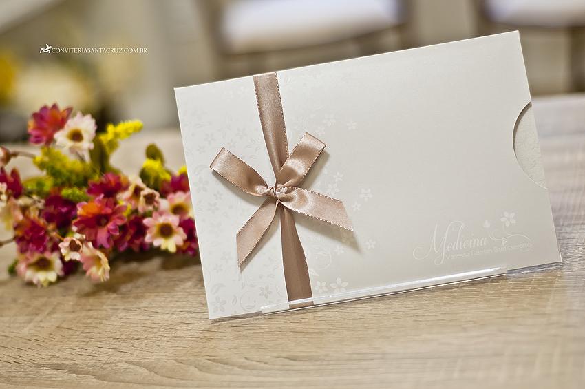 Composição floral para convite de formatura em Medicina.