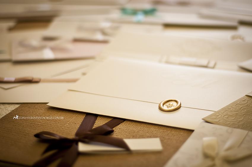 Escolher o convite de casamento requer atenção aos detalhes.