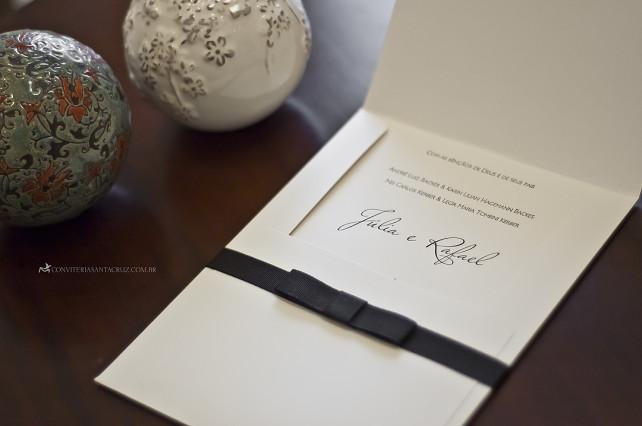 Convite de casamento em letterpress com acabamento em gorgurão preto.