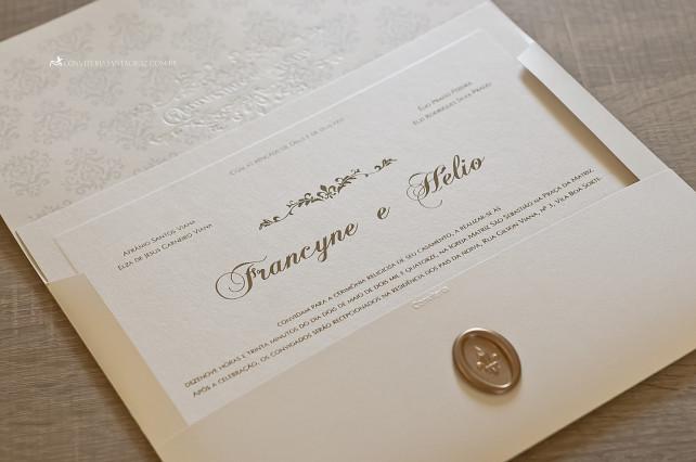 Convite de casamento com lacre de cera, forro com padrão damasco e impressão em relevo americano.