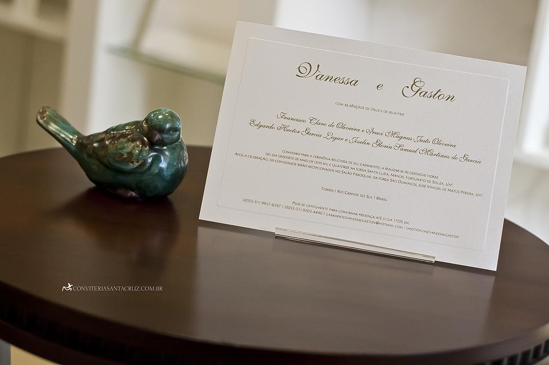 Cartão com design tipográfico clássico, elegante e limpo.