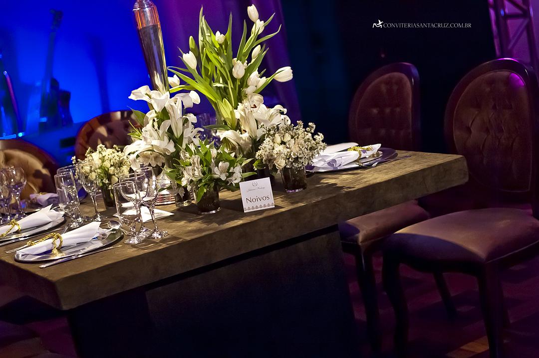 A mesa dos noivos ficou maravilhosa.