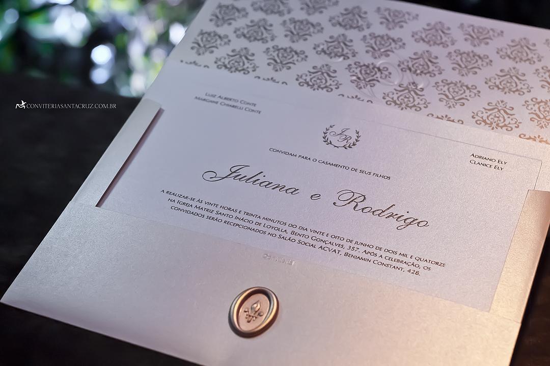 Convite de casamento com forro personalizado e impressão em relevo americano.
