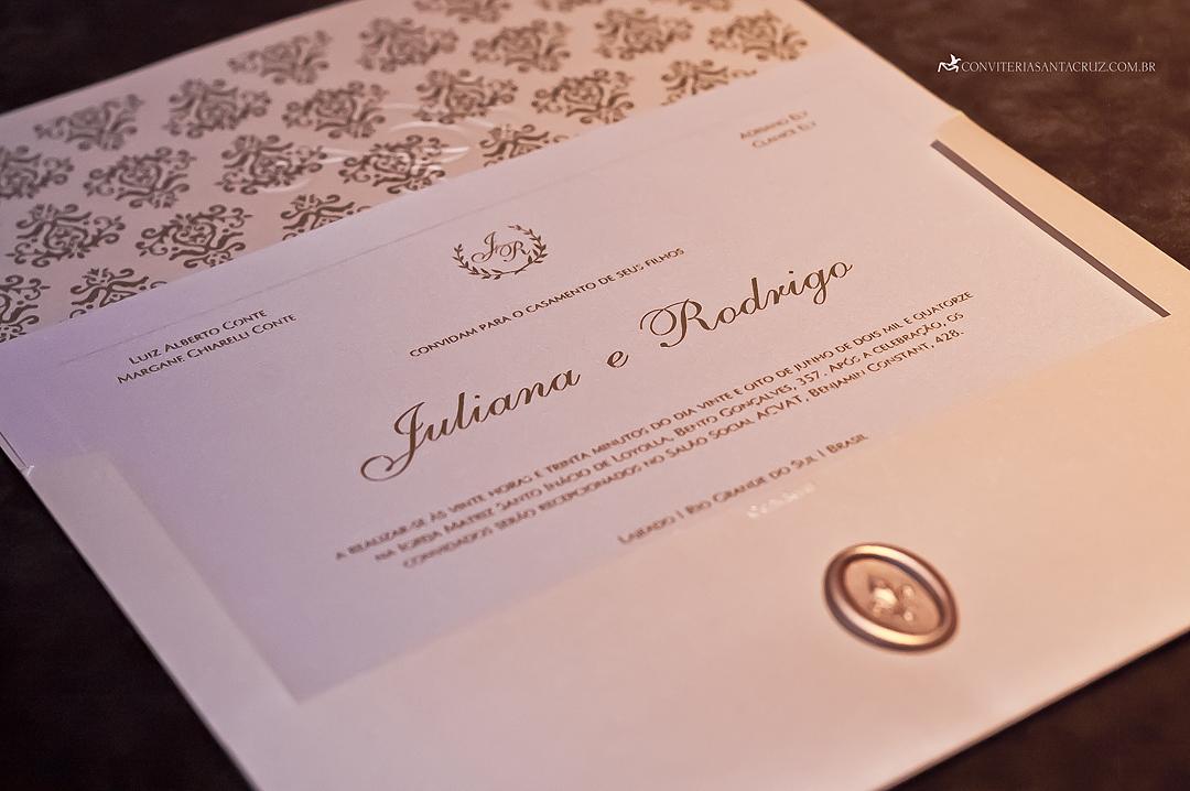 Detalhes do convite de casamento da Juliana e do Rodrigo.