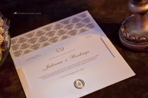 Convite de casamento em papel majorca de alta gramatura.
