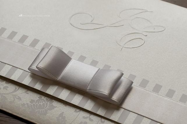 Detalhe do acabamento em laço Chanel duplo.