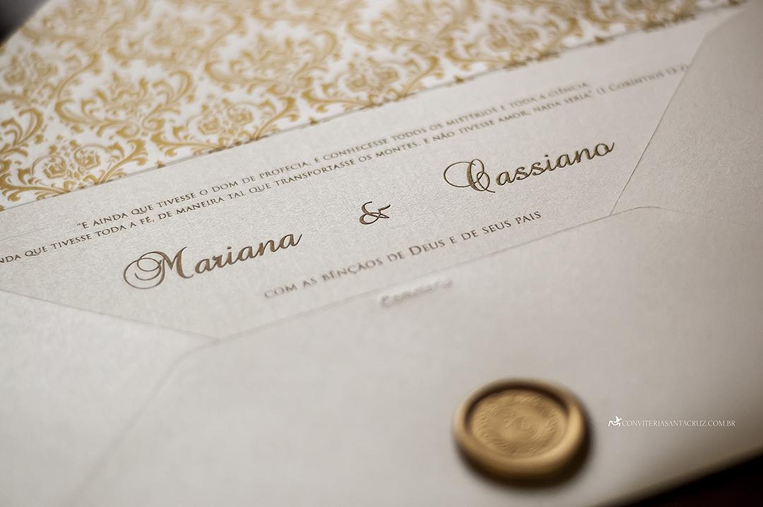 Cartão com impressão em relevo americano ouro e lacre de cera exclusivo.