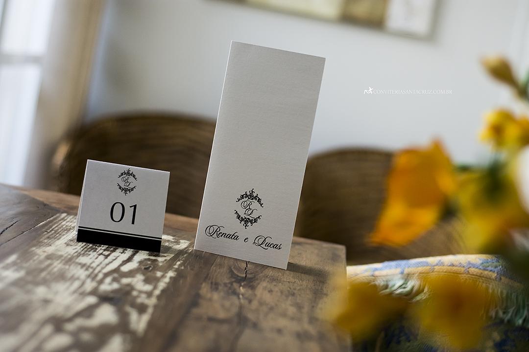 Identidade visual: preto e branco para acompanhar a identidade do convite.
