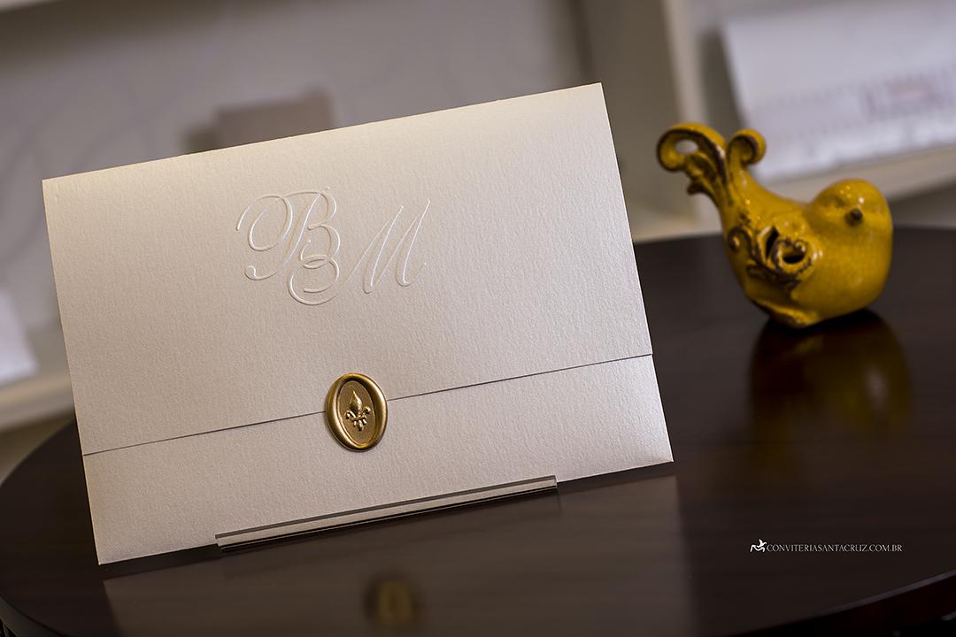 Convite de casamento prático e elegante com monograma e lacre de cera (4)