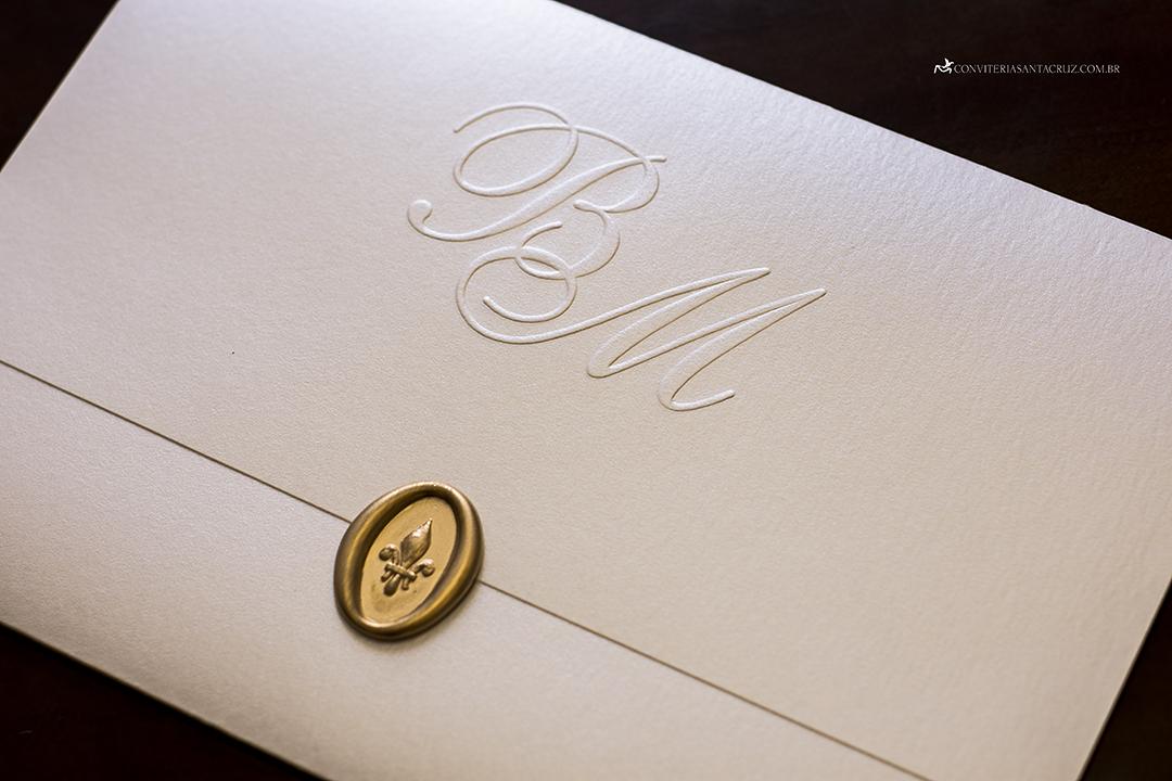 Convite de casamento prático e elegante com monograma e lacre de cera (5)