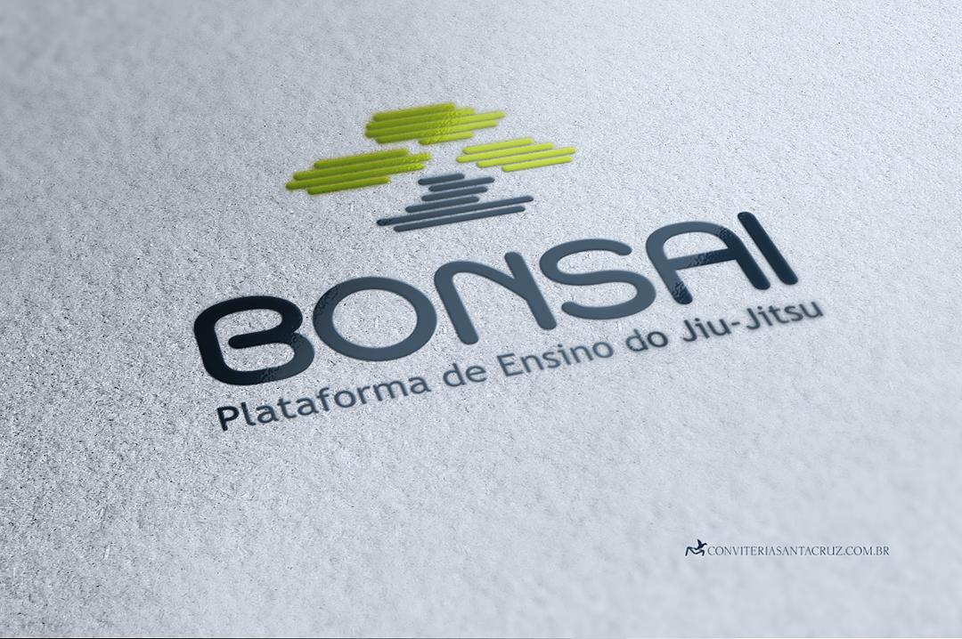 Logotipo com linhas horizontais paralelas que formam a imagem de um bonsai.