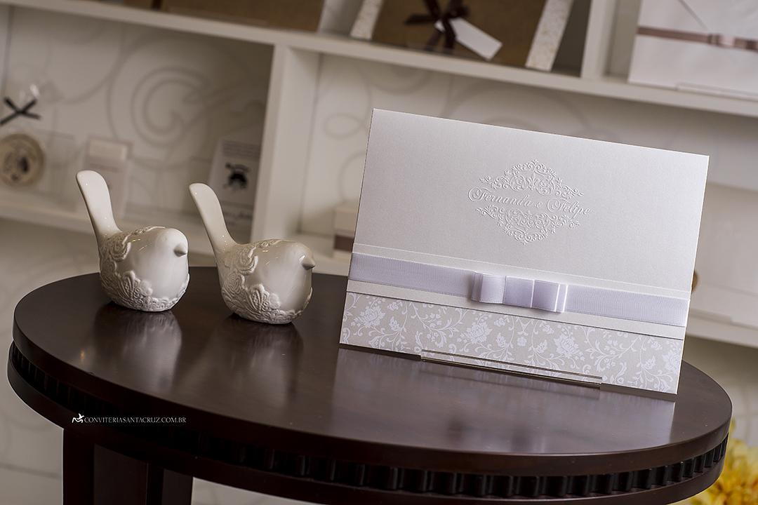Convite de casamento clássico e elegante com lindos detalhes de acabamento. (11)