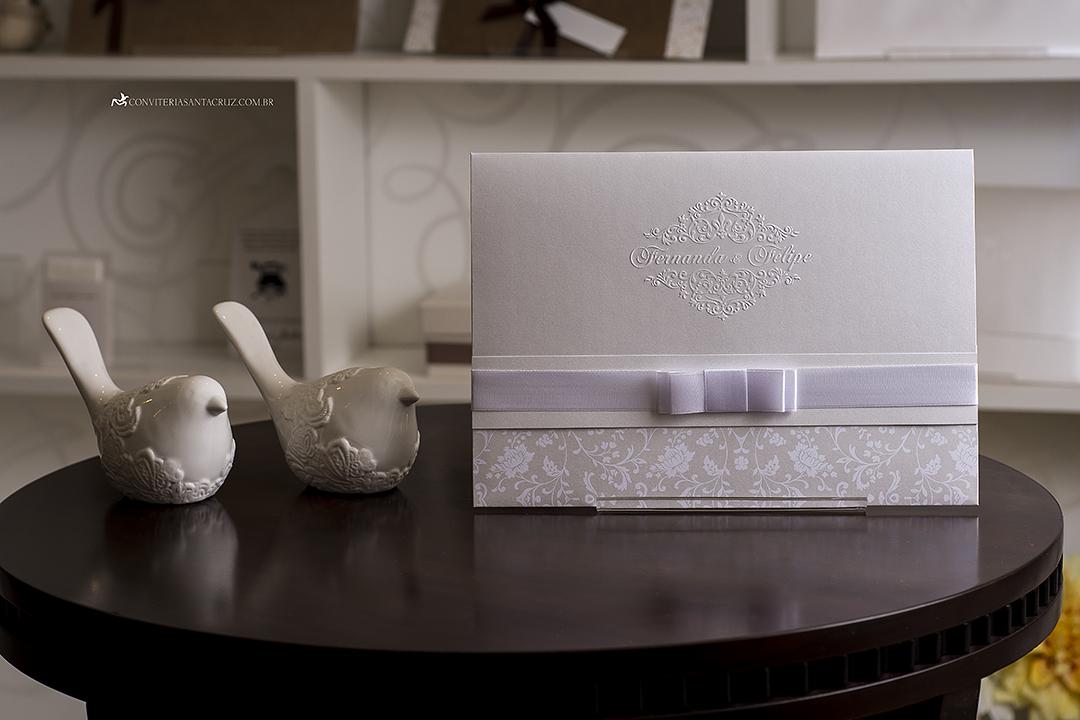 Convite de casamento clássico e elegante com lindos detalhes de acabamento. (5)