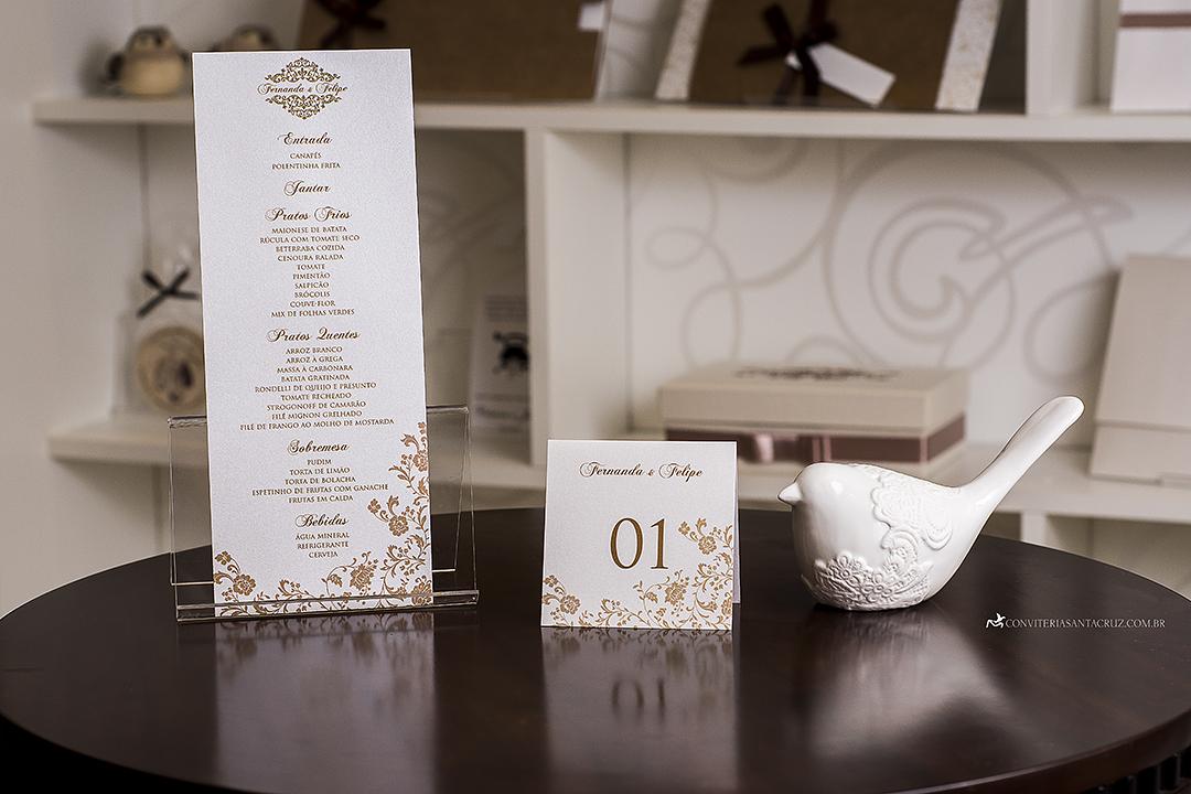 Convite de casamento clássico e elegante com lindos detalhes de acabamento. (8)