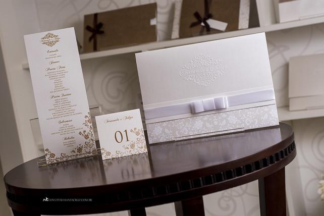 Convite de casamento clássico e elegante com lindos detalhes de acabamento. (9)